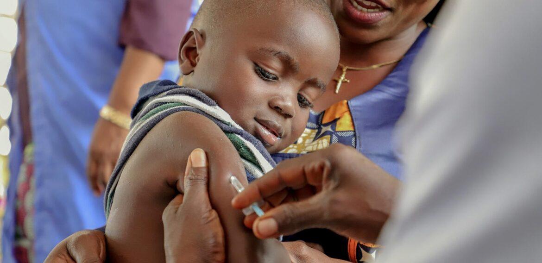 UNICEF España lanza #PequeñasSoluciones, una campaña para concienciar sobre la importancia de la vacunación infantil